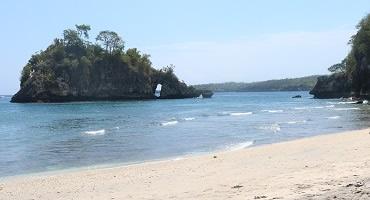 Paket Bali Nusa Penida Barat Tour | Pantai Crystal Bay
