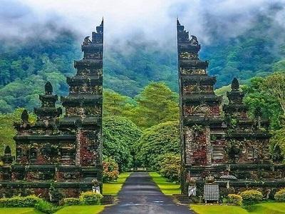 Bali Satu Hari ke Bedugul dan Tanah Lot | Gerbang Handara